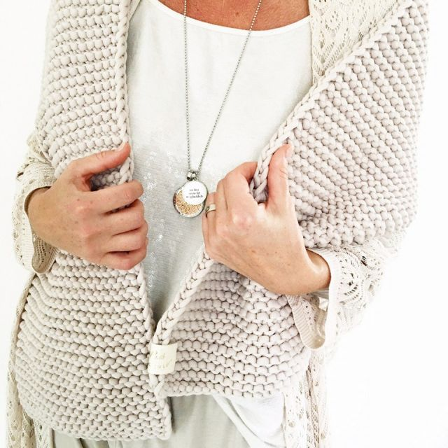 Ruthtutgut-1-XXL-big-knit-scarf_klein