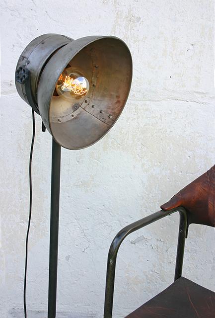 Kawale-Stehlampe